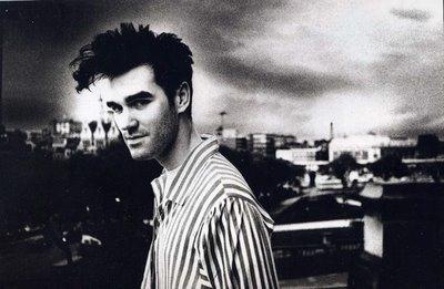 El buen Stephen Patrick Morrissey. ¿Más rudo que Edward?