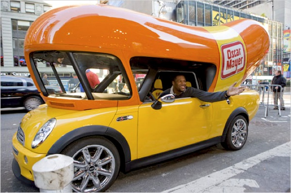 Coches additionally Weird But Cool Rides together with 10250 Farmall 300 additionally Wienermobile also 10 Food Trucks Qui Sortent Vraiment De Lordinaire. on oscar mayer weiner car
